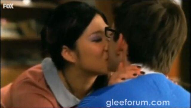 File:Glee-Promo-artie-and-tina-11373560-1065-600.jpg