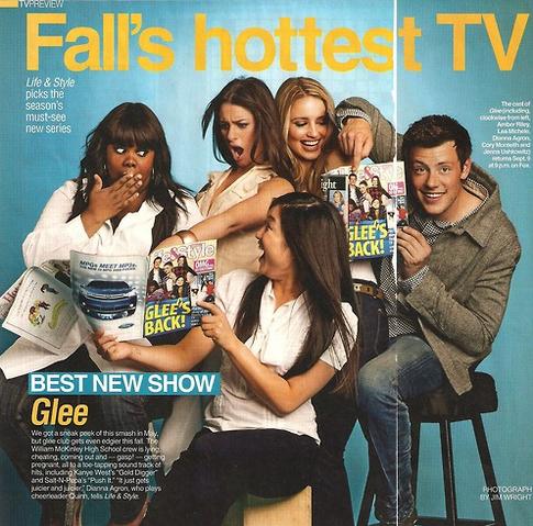 File:Glee megazine glee's back.png