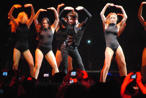 File:Heather-Chris-Jenna-Boston-Glee-Live-glee-22729163-500-336.jpg