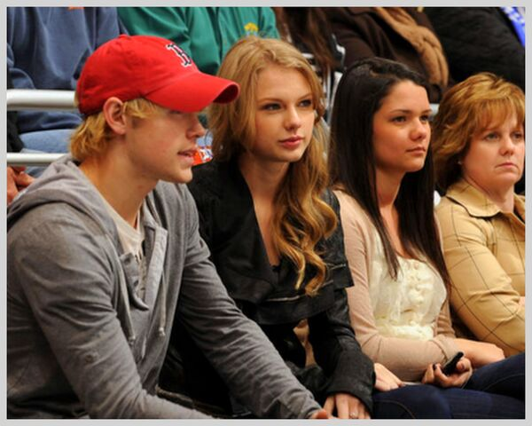 File:Chord overstreet and taylor swift.jpg