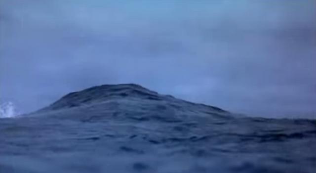File:Godzilla 2000 screenshot in water.png