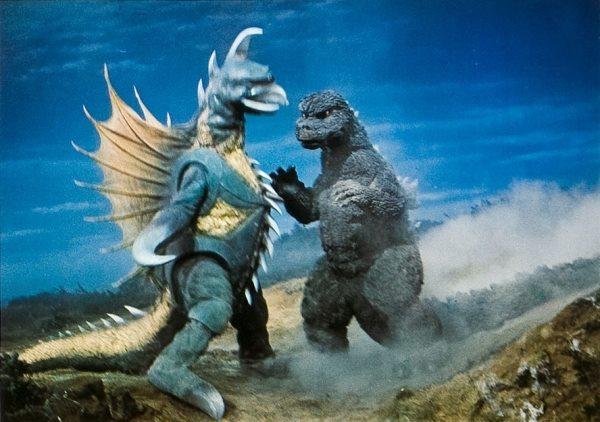 File:Godzilla battles gigan.jpg