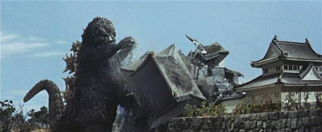 File:Godzilla wrecking Nagoya Castle.jpg