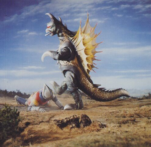 File:GVM - Gigan Kicking Jet Jaguar.jpg
