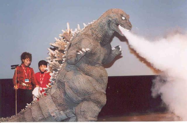 File:SokogekiGoji fire extinguisher breath.jpg