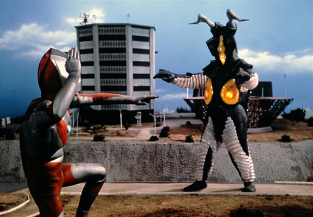 File:Ultraman vs Zetton.png