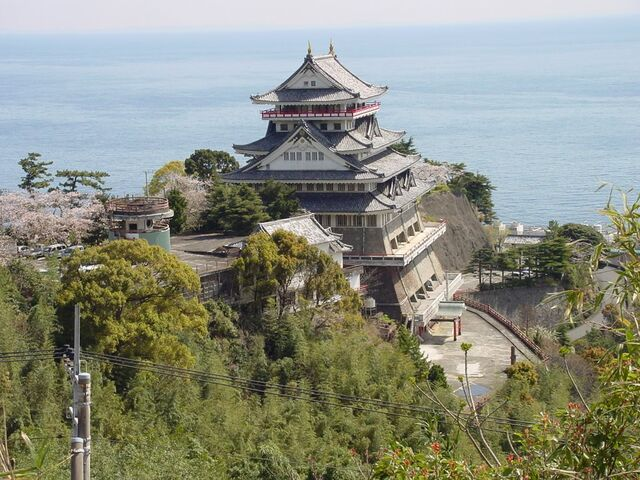 File:Atami Castle.jpg