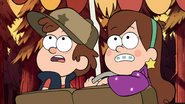 S1e1 Mabel and Dipper checking