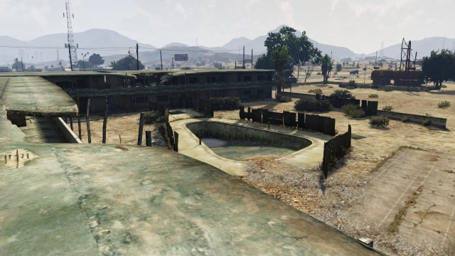 File:Derelict Motel GTAV Pool view Sandy Shores.jpg
