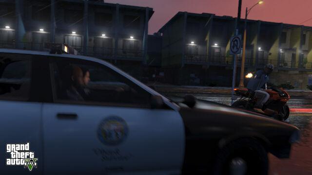 File:PoliceCruiser-GTAV-ChasingBati801.jpg