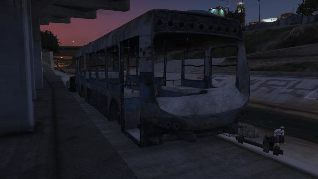 File:Bus-wreck-GTAV.jpg