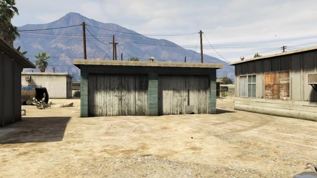 File:140 Zancudo Avenue garage.jpg