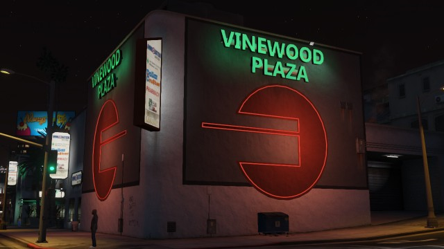 File:VinewoodPlaza-Night-GTAV.png