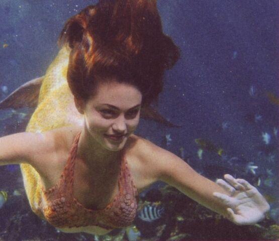File:Cariba-Phoebe-Angus-h2o-just-add-water-6859534-784-678.jpg