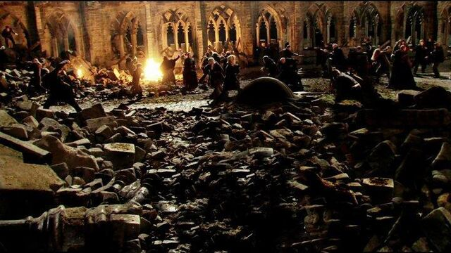 File:DH2 Battle of Hogwarts 01.jpg