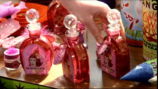 File:Bottles of Wonder Witch Love Potions (Weasleys' Wizard Wheezes product).JPG