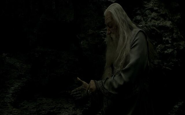 File:Dumbledore cutting himself Cave.jpg