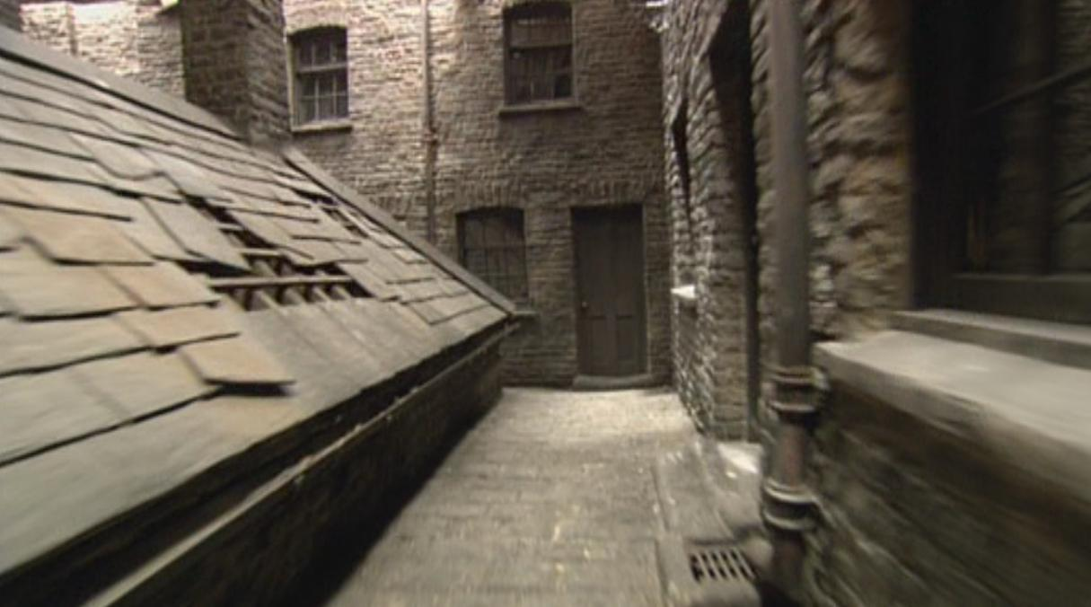http://vignette3.wikia.nocookie.net/harrypotter/images/3/39/Knockturn_Alley.jpg/revision/latest?cb=20141203092807&path-prefix=ru