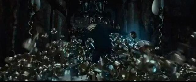 File:Harry potter tryig to claim the Cursed treasures.jpg