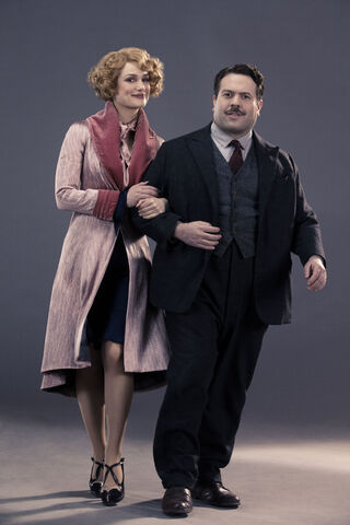 File:Queenie and Jacob.jpg