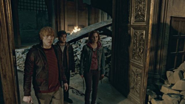File:Harry , Ron , Hermione Great Hall.jpg