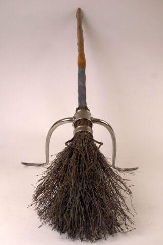 File:Harry potter balai firebolt 175 7.jpg