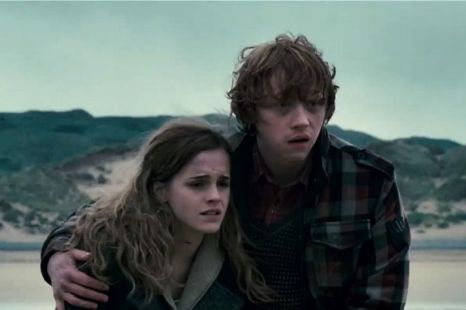 File:Hermione & Ron on the beach.jpg
