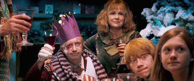 File:Weasley christmas.jpg