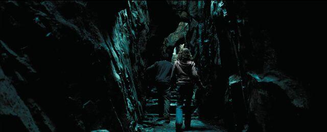 File:Shrieking Shack tunel.jpg