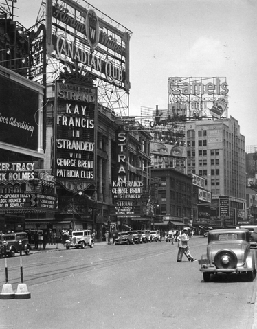 File:The Strand Cinema on Broadway, New York in 1925 - Pottermore.png