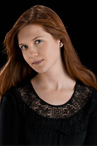 File:Ginny-weasley-v1-mobile-wallpaper.jpg