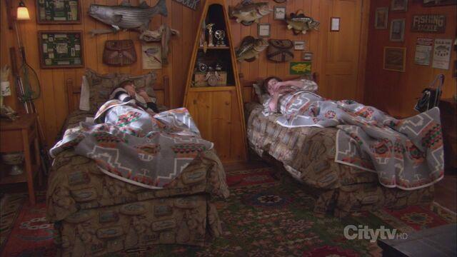 File:Twin-Beds 05.jpg