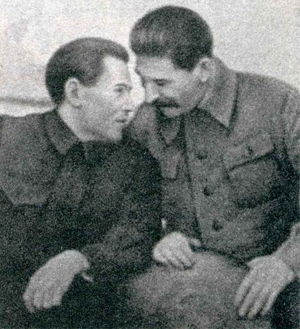 File:Nikolai Yezhov conferring with Stalin.jpg