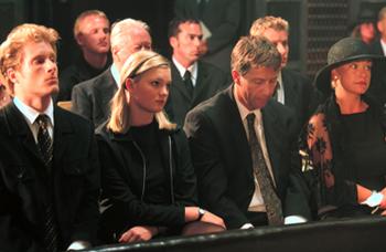 Fil:Begravelse caesar.jpg
