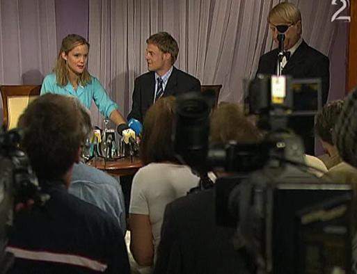 Fil:Charlotte og Prins Sverre pressekonferanse.jpg