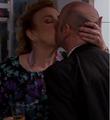 Hilde kysser Pelle.png
