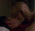Eva kysser Harshad.png