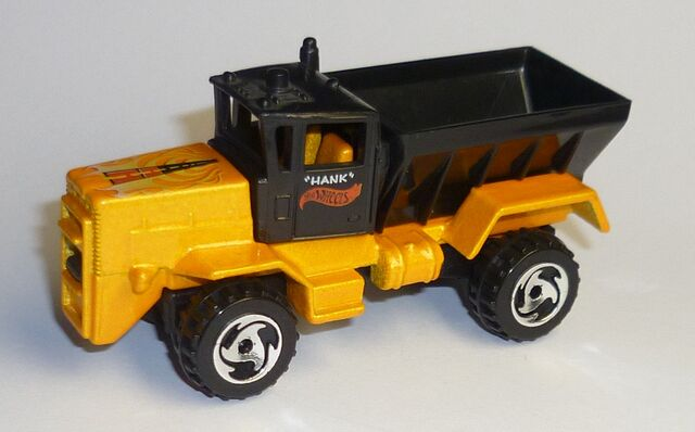 File:Oshkosh Snow Plow-Other side..jpg