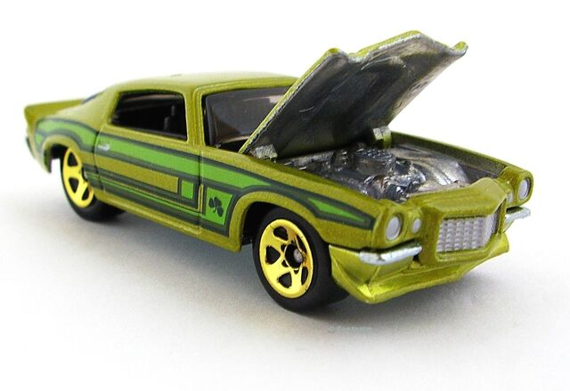 File:'70 Camaro RS Clover Car opened hood.JPG