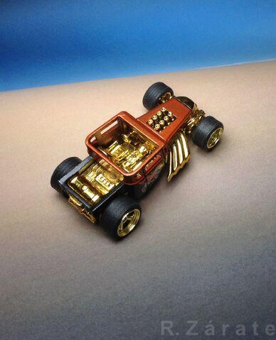 File:Bone Shaker 2009 Hot Wheels Larry's Garage Series -19 of 20 IMG 2838.jpg