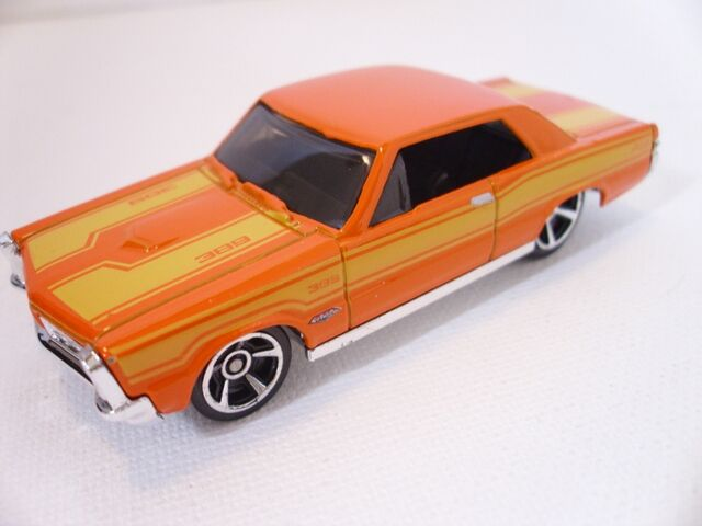 File:65 Pontiac GTO (800x600).jpg