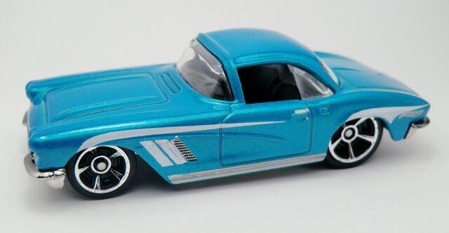 File:'62 Corvette-2013 207.jpg