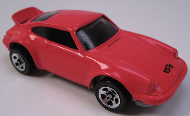 File:Porsche 911 p-911 red large and small 5sp wheels.JPG