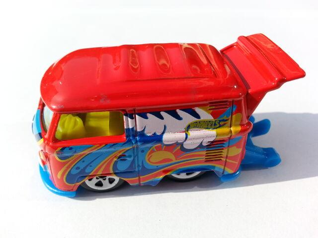 File:Volkswagen Kool Kombi 1 side.jpg