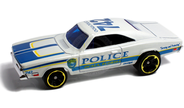 File:69 dodge charger 2011 white.png