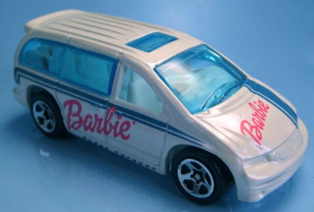 File:Dodge Caravan white barbie tru 2001.JPG