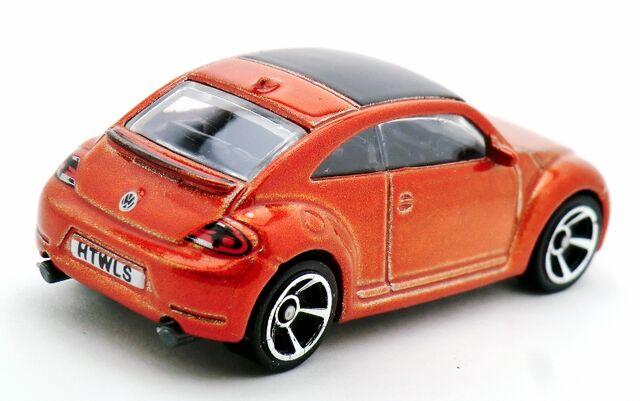 File:2012 Volkswagen Beetle-2013 3-Pack 2.jpg