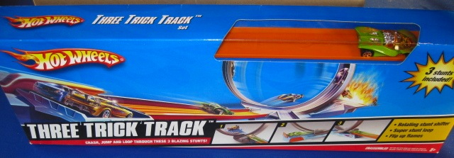 File:Three Trick Track Set with Swoopy Do.JPG