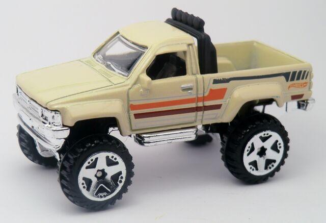 File:'87 Toyota-2013 165 cream.jpg
