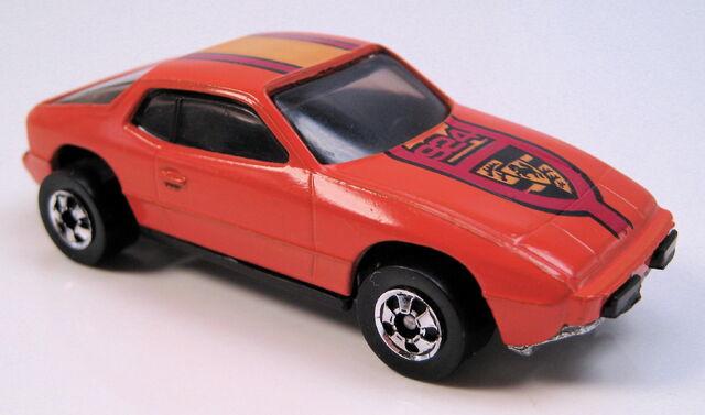 File:Upfront 924 orange, black int, BW, tinted glass, metal MAL base.JPG
